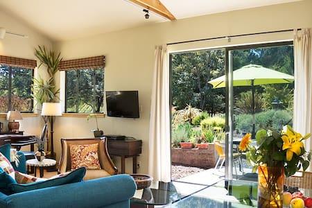 Wine-Country Zen Modern Barn - Ház