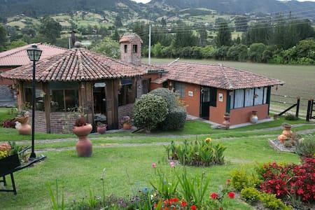 Finca el Refugio, Tabio www.fincaelrefugio.co - Blockhütte