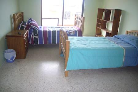 bonitas habitaciones comodas y céntricas - Hus