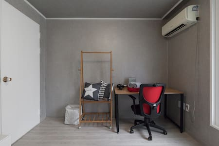 April's New, Clean, Peaceful Space in Gangnam - Apartment