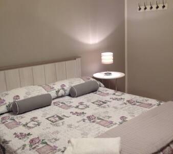 Bella camera con bagno privato - Appartement