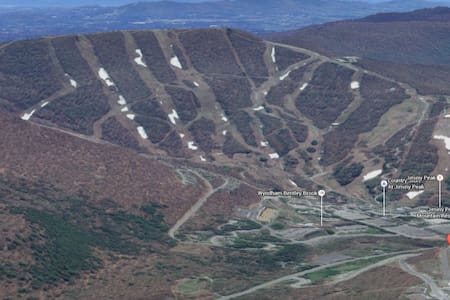 Feb 19-26 Jiminy Peak skiing Unit A - Huoneisto