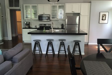 Stunning Apt w/Parking-Center Sq. - Albany - Appartamento
