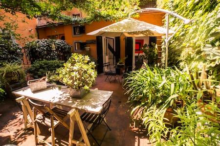 Trastevere Garden Hideaway - Leilighet