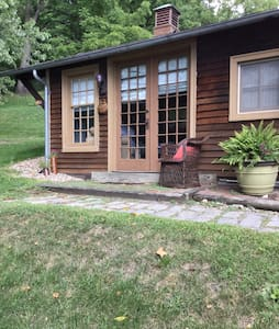 Cozy room  convenient location - HollidAysburg