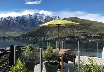 New Listing: Sunny house with lake view!!! - Huis