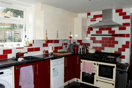 Double room close to Zone 1 - London - House