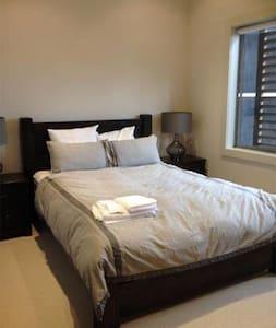 Cosy Home Close To Everything in Napier - Adosado