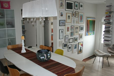 Warm, bright and welcoming. - Akureyri - Appartement