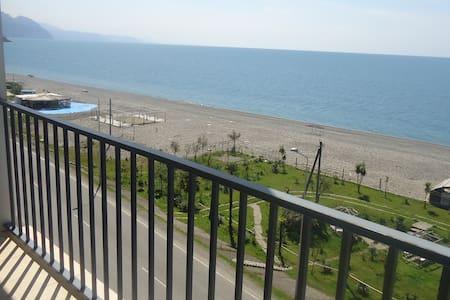 Солнечная квартира студия на берегу моря - Apartment