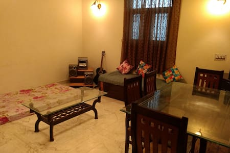 1 Bedroom and Hall in Lajpat Nagar 1 - New Delhi - Apartment