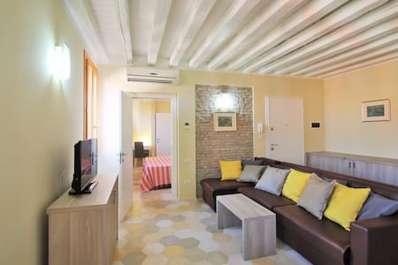 Canal view, central and spacious.  - Venecia - Apartamento