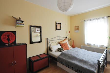 Comfortable quiet artist apartment - Leilighet