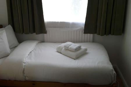unassuming small single room - Crawley - Casa