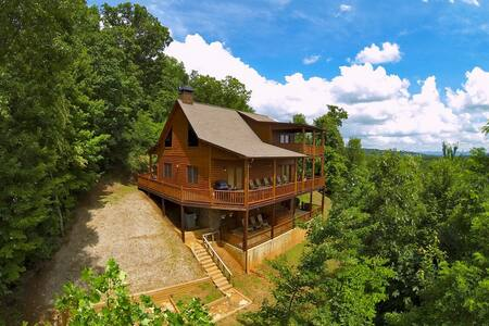 Room type: Entire home/apt Property type: Cabin Accommodates: 10 Bedrooms: 5 Bathrooms: 3.5
