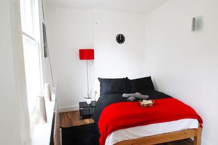 Double room in posh Soho - London - Apartment