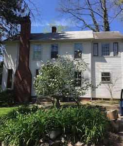 Charming Farmhouse on DC Line - Bethesda