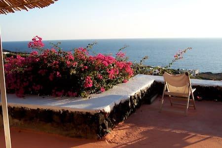 "Dammuso ""Il Gazebo"" overlooking the Sea and Sunset - Villa"