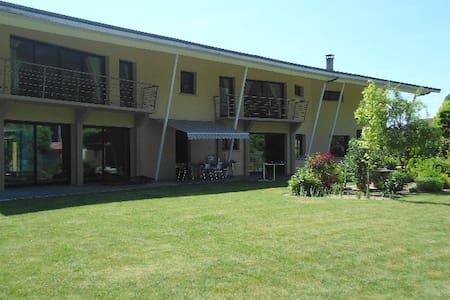 "Chambre privée "" NATURELLE"" dans villa PISCINE - Courtisols - Bed & Breakfast"