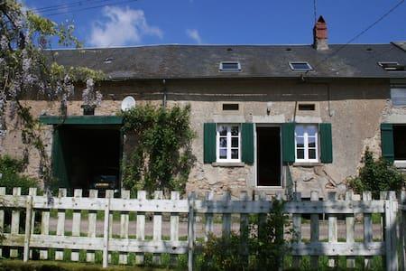 La maison près des lacs - House
