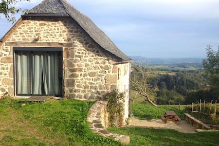 Magnifique grange panoramique au coeur du Rouergue - Hus