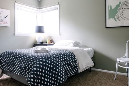 Little Bedroom in Comfortable Home - House
