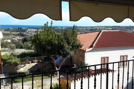 Appartamento con veranda vista mare - Lägenhet