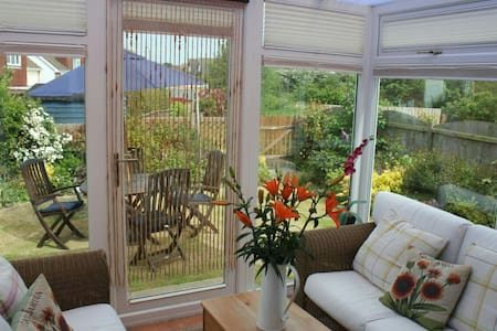 5mins to beach (Free Wifi) Sleeps 4 - Holland-on-Sea