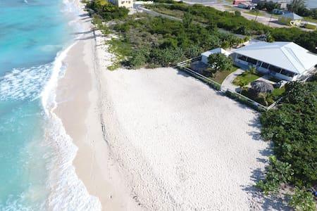 T Caicos BeachsideBungalow on secret PRIVATE beach - Cockburn Town