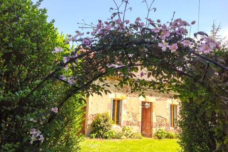Top 20 saulzais le potier accommodation holiday rentals for Le jardin de la france