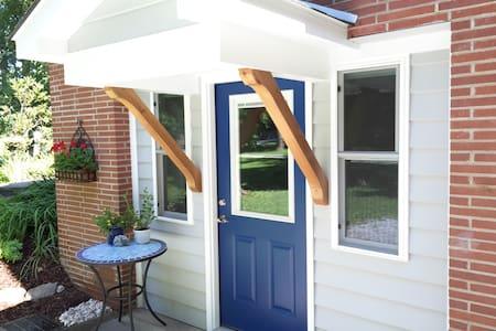 The Blue Door - Hendersonville - Entire Floor
