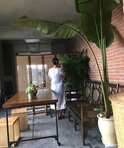 """一线江景民宿-""""观澜小舍""""江景单间 - Xishuangbanna - Apartamento"""
