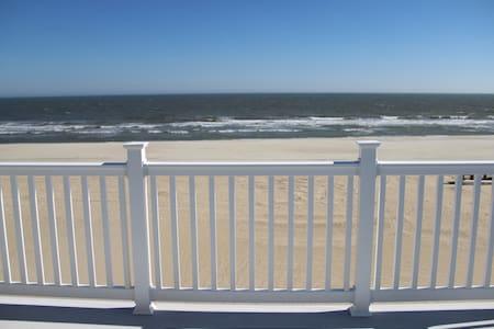 Ocean Front, 90th St, 5 bdrm 3.5 bath - Σπίτι