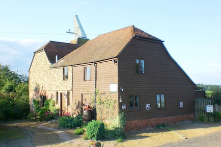 Hallwood Farm Oasthouse B & B - Cranbrook - Bed & Breakfast