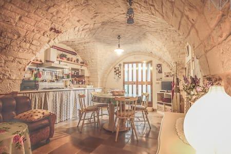 Typical tavern built in stone - Cisternino - Rumah
