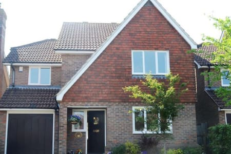 Luxury 4 bedroom home with parking - Steyning
