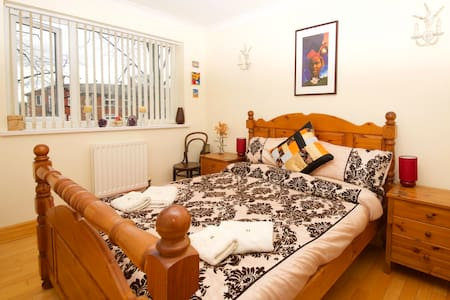 Trafford Double Room (Warm & Cosy) - Manchester - Apartment