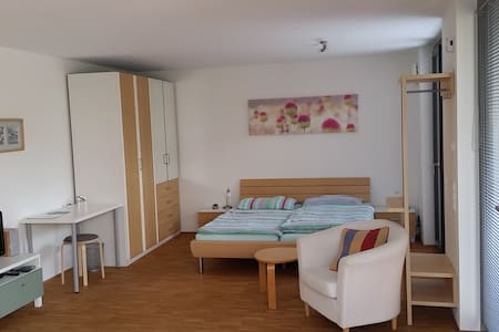 Modernes Appartement in Uninähe - Rumah