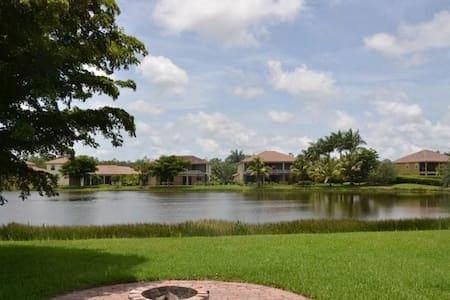 Southwest Florida Estate Home close to the beach!! - House