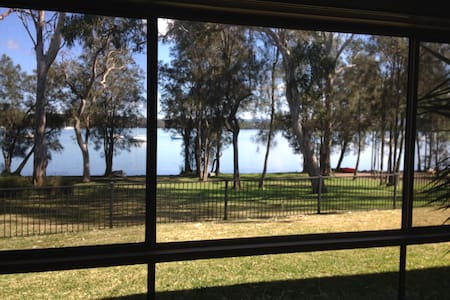 Lake Macquarie Waterfront Self Contained Guestroom - Pensione