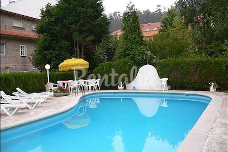Chalet con piscina en Combarro - Apartamento