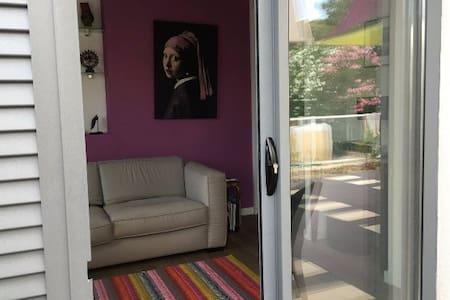 Belle chambre d'hôtes avec piscine au calme - Huis
