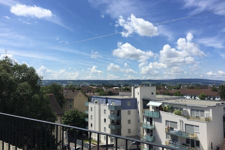 Lovely top floor room with private balcony - Konstanz - Apartment