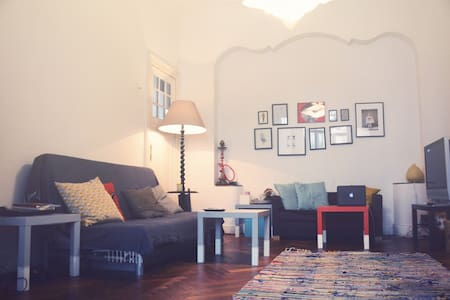 Cosy room in Old Belgian Flat @ FLAGEY - Ixelles - Lejlighed