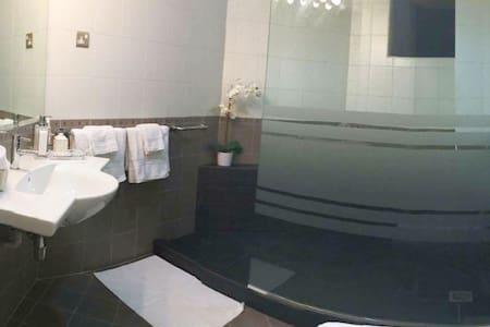Cozy Room @ Central w/ Air-con+En Suite - Apartment
