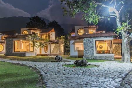 VILLAS JUCANYA 1 , Lago de Atitlan - Casa de campo