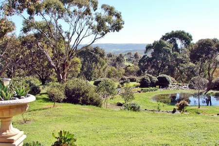 Austiny B&B - Tranquillity. Views. Birdlife. - Victor Harbor - Bed & Breakfast