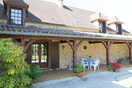 Country House on 15 ha w/pool - Hus