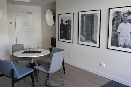 NEW & STYLISH NEWTOWN PAD - CLOSE TO EVERYTHING!! - Apartment
