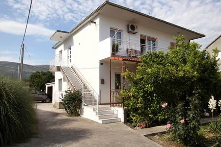Apt Angela near sea, Split&Trogir - Apartment